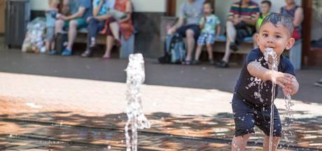 Hitte: Verkoelende fonteintjes, dansen in de zon en een gesloten zwembad