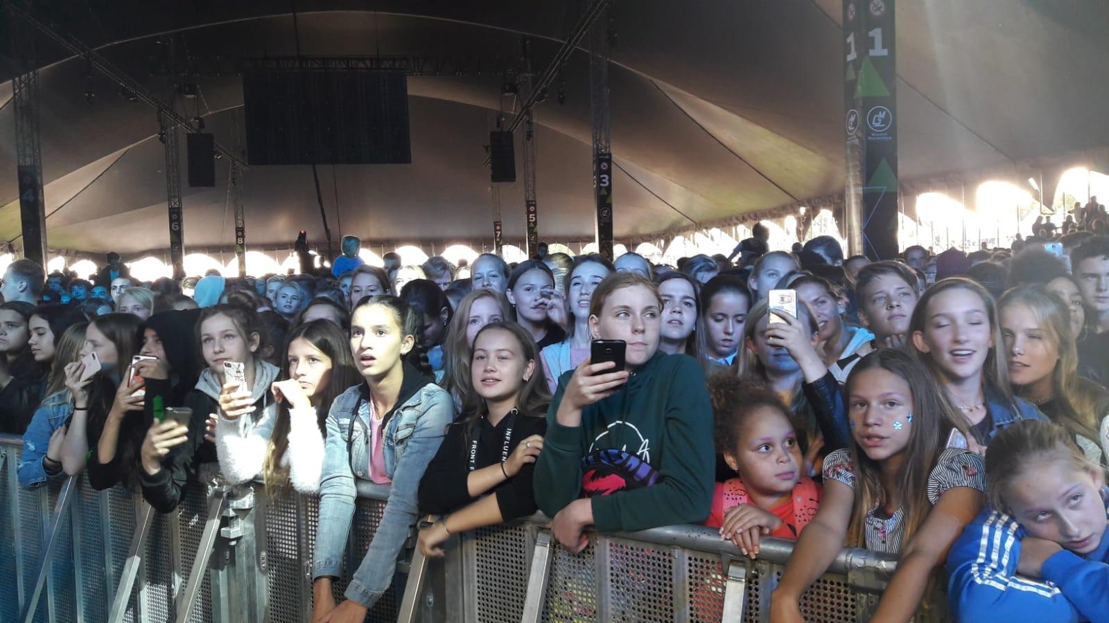 Jonge fans van Lil'Kleine op Appelpop.