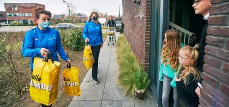 Boodschappentassen in plaats van halters; fitnessinstructeurs Berghem nu even bezorgers