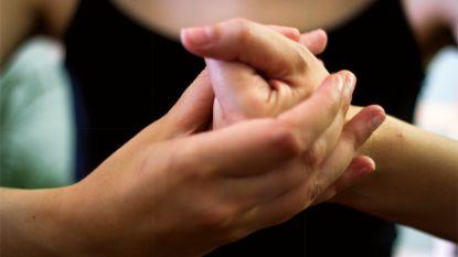 Gebiologeerd: krijg je écht artritis van je knokkels te kraken?
