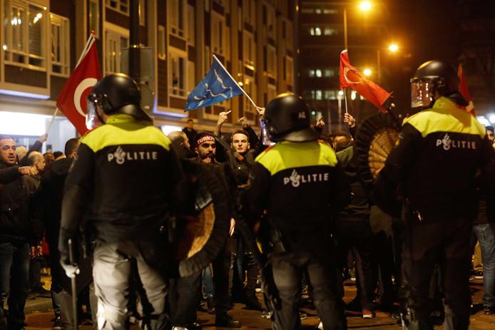 Rellen bij het Turkse consulaat afgelopen weekend aan de Westblaak in Rotterdam-centrum.
