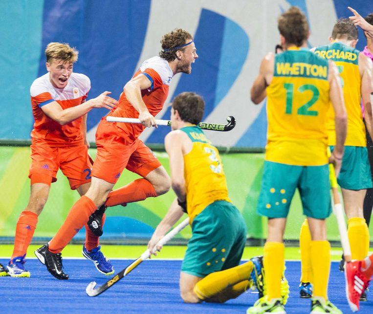 Bob de Voogd heeft de stand op 2-0 gebracht tijdens de kwartfinale hockey heren Nederland-Australië. Beeld anp