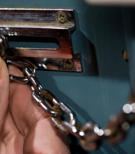 Sluwe beroving in Waalwijk, hoogbejaarde vrouw had niets in de gaten