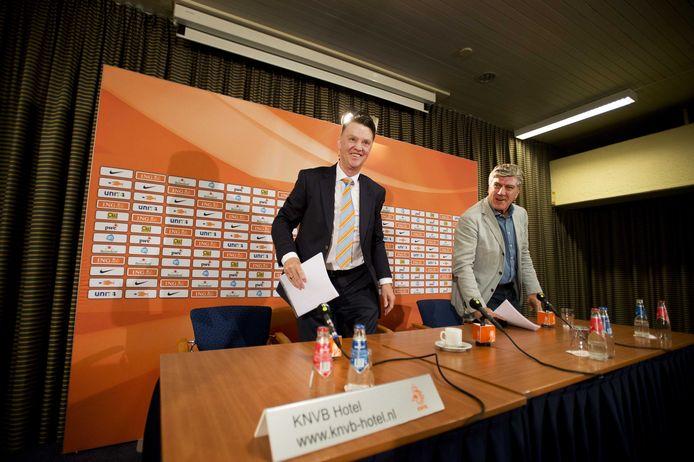 Louis van Gaal en Cor Pot in 2013.