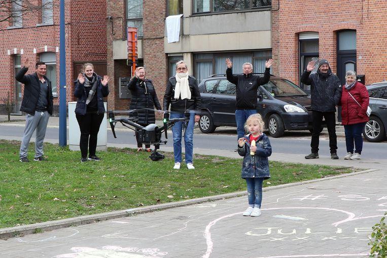 De drone van VTM kreeg de nodige aandacht van de inwoners van Herentals.