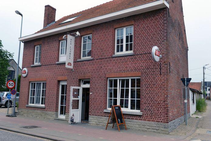 Café Den uitweg in de Dutselstraat.