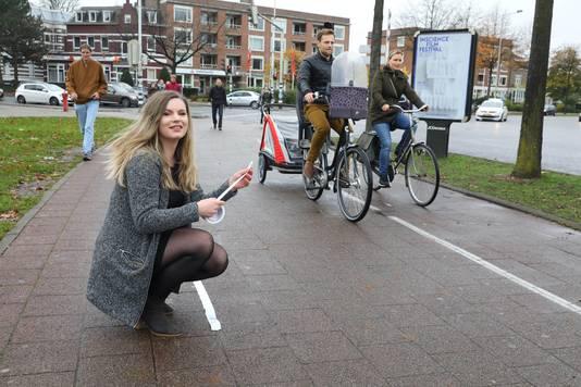 Rol ducttape maakt einde aan ergernis aan fietsers