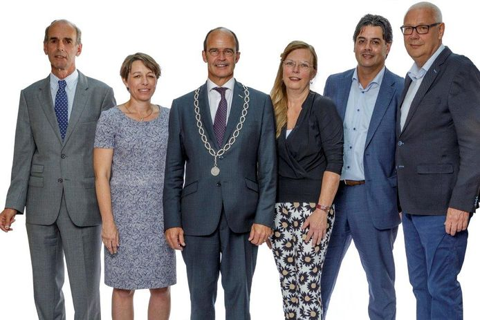 Het college van B en W dat aantrad na de laatste gemeenteraadsverkiezingen. Tweede van links Jolanda Pierik.
