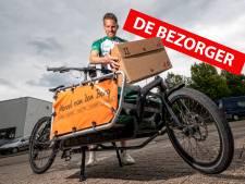 Fietskoerier Marc (33) heeft beenspieren waar je u tegen zegt: 'Ik fietste 10.000 keer de Albert Schweitzerbrug op'