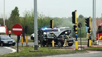 """Politie speelt even voor brandweer op afrit E40: """"Zonder die agenten was de auto uitgebrand"""""""
