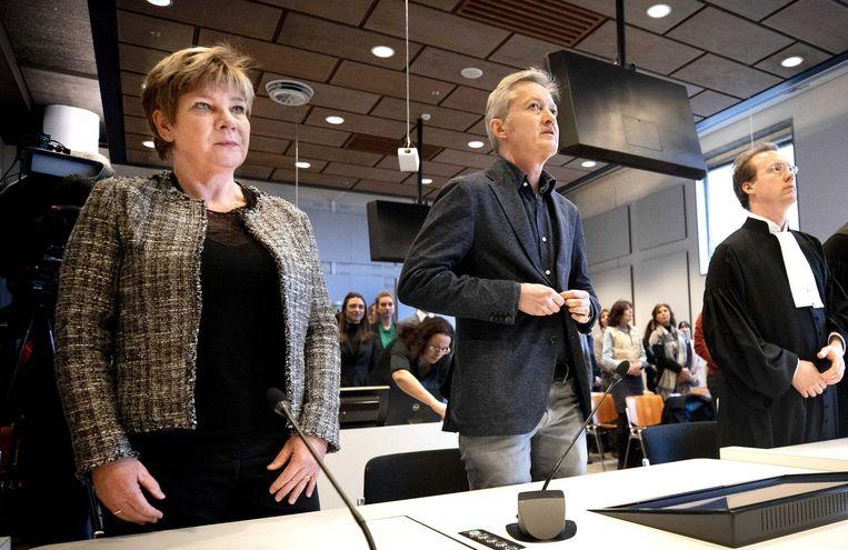 FNV-vicevoorzitter Kitty Jong, auteur Maxim Februari en advocaat Anton Ekker bij aanvang van de uitspraak in zaak tegen Systeem Risico Indicatie (SyRI). Beeld ANP