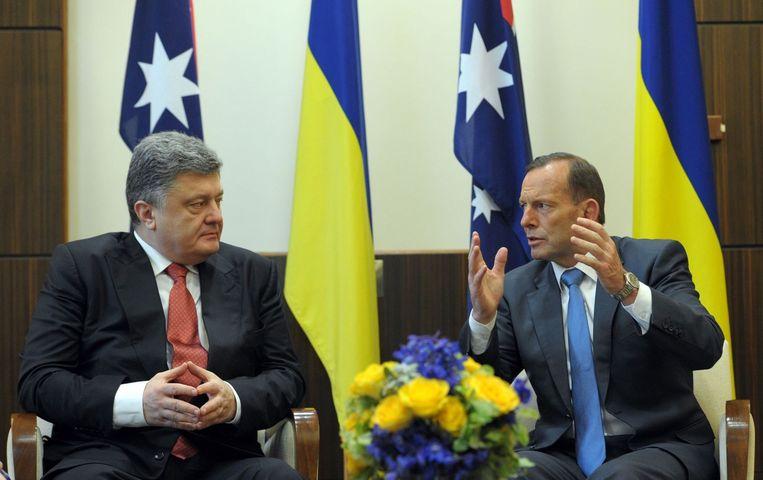 De Australische president Tony Abbott (rechts) en de Oekraïense president Petro Porosjenko. Beeld afp
