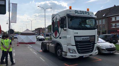 Voetgangster (74) sterft na aanrijding door vrachtwagen