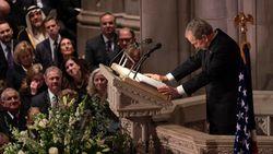 """George Bush jr. neemt afscheid van """"beste vader die je kan hebben"""""""