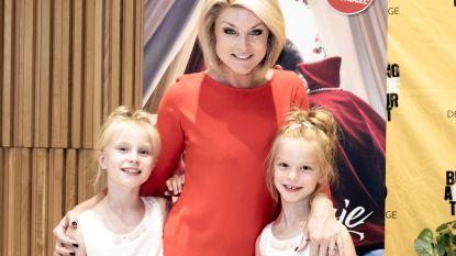 """Joyce De Troch (44) stuurt haar dochters op boksles: """"Tijd dat ze hun 'vrouwtje' leren staan"""""""