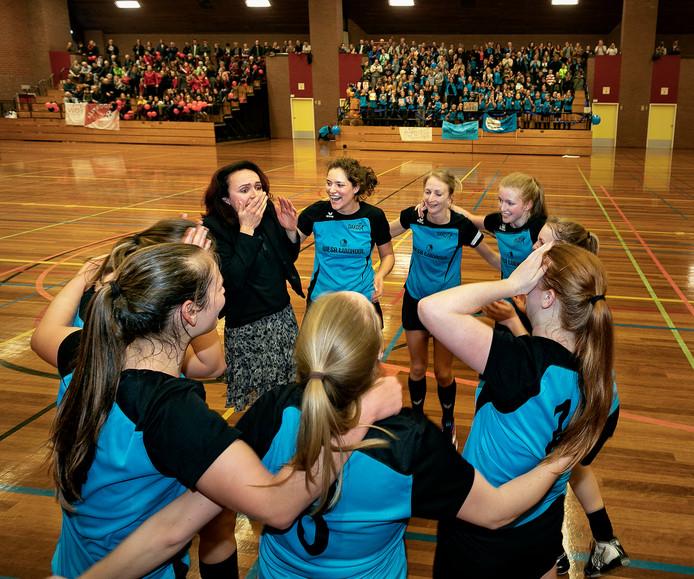 Dakos dameskorfbalsters uit Someren zijn kampioen geworden