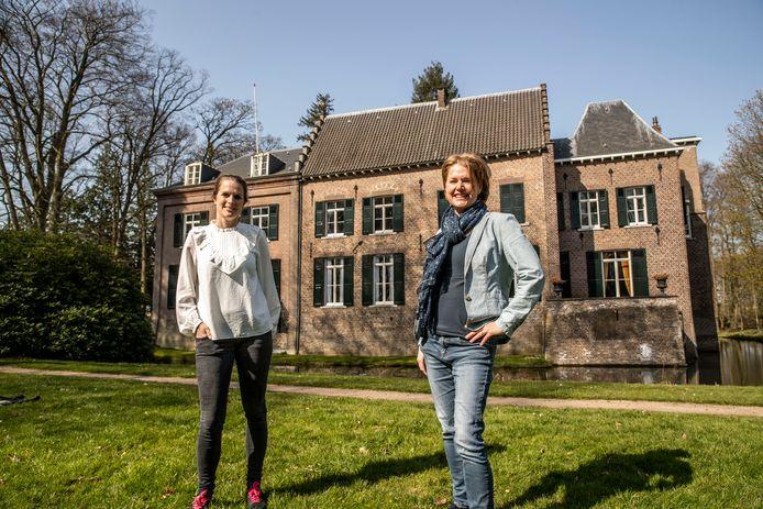 Karin Fase (links) en Melanie van Bommel zijn de nieuwe bestuursleden van de 'vrienden' van het kasteel van Geldrop.