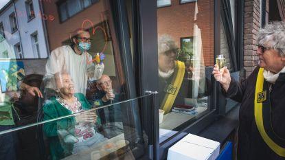 Samen corona overwonnen, nu vieren André (95) en Gabriëlle (92) hun 70ste huwelijksverjaardag