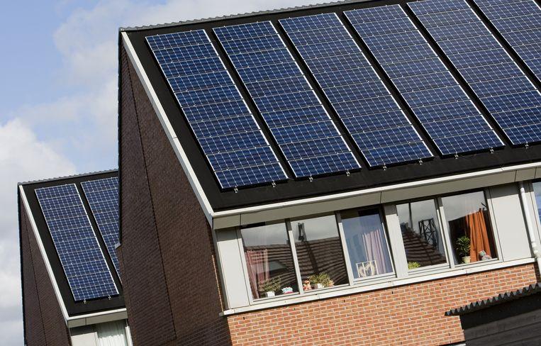 Een investering in zonnepanelen levert relatief veel op, zeker in verhouding tot pensioenfondsen. Beeld anp