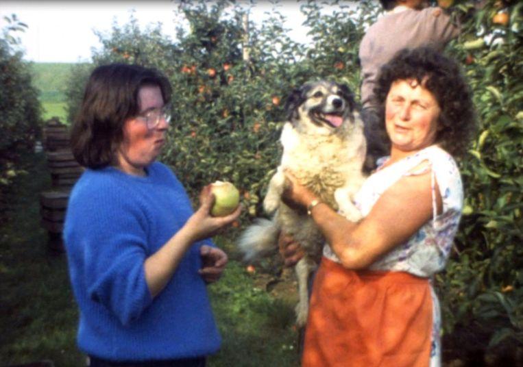 WAANRODE-34 jaar filmgeschiedenis-Rita en Marthe 'van rummens' tijdens de fruitpluk