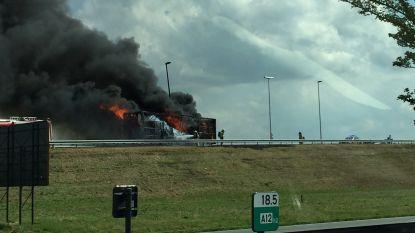 Tankwagen vat vuur aan oprit A12 in Willebroek