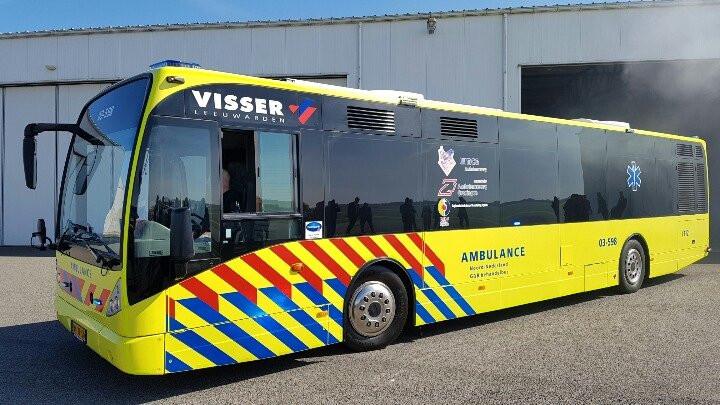 De ambulancebus van de noordelijke provincies kwam begin dit jaar al in actie. Dit is een omgebouwde lijndienst uit het openbaar vervoer.
