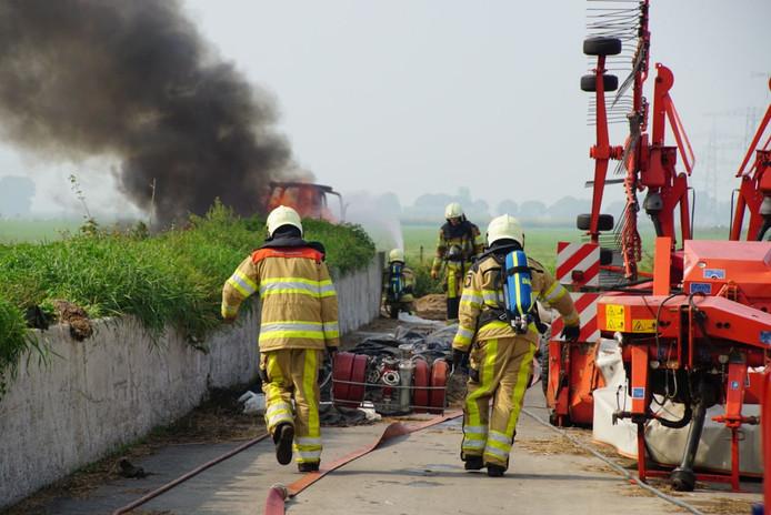De brand zorgde voor een flinke rookontwikkeling.