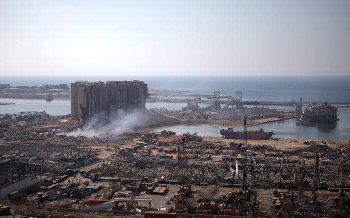 De haven van Beiroet na de vernietigende explosie die grote delen van de stad heeft verwoest.