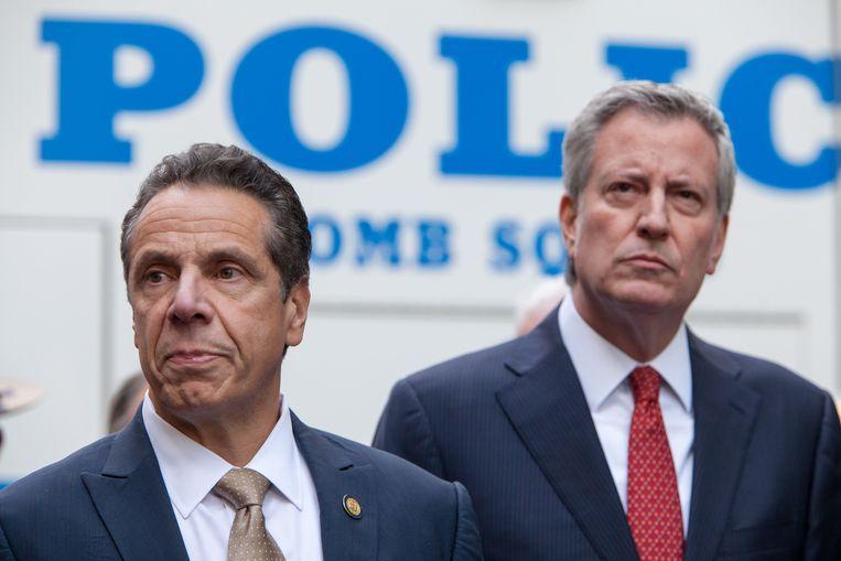 Andrew Cuomo, gouverneur van New York en Bill de Blasio, burgemeester van de stad, tijdens een persconferentie over de bom die werd aangetroffen op het kantoor van CNN. Beeld Photo News