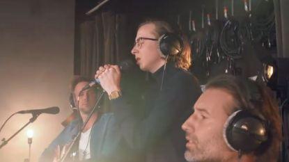 Sean Dhondt zingt met The Voice-toppers Ibe en Peter imposante cover van 'Way down we go'