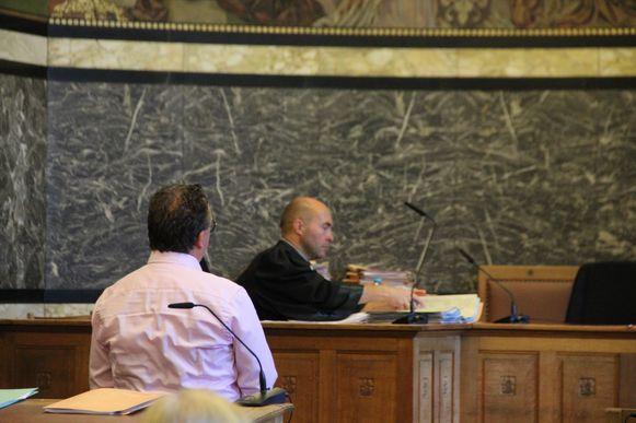 J.R. is in de correctionele rechtbank van Oudenaarde veroordeeld tot 18 maanden cel en een beroepsverbod.
