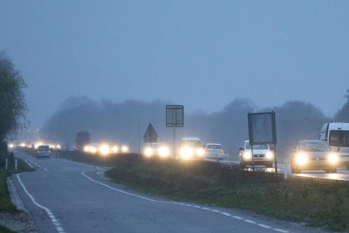 De dagelijkse drukte op de N35 tussen Wierden en Haarle.