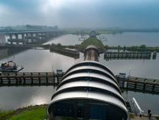 Rijkswaterstaat test stormvloedkering Ramspol: publiek welkom