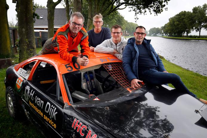 André Tukker (links) en zijn teamgenoten: ,,Op mijn leeftijd trap je sneller op de rem.''