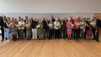Tien huwelijksjubilarissen gehuldigd in gemeentehuis