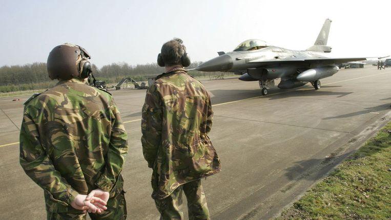 Nederlandse F16 op archiefbeeld. Beeld null