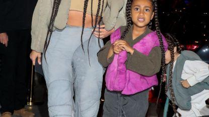 6-jarige North West rapt samen met papa Kanye op Paris Fashion Week