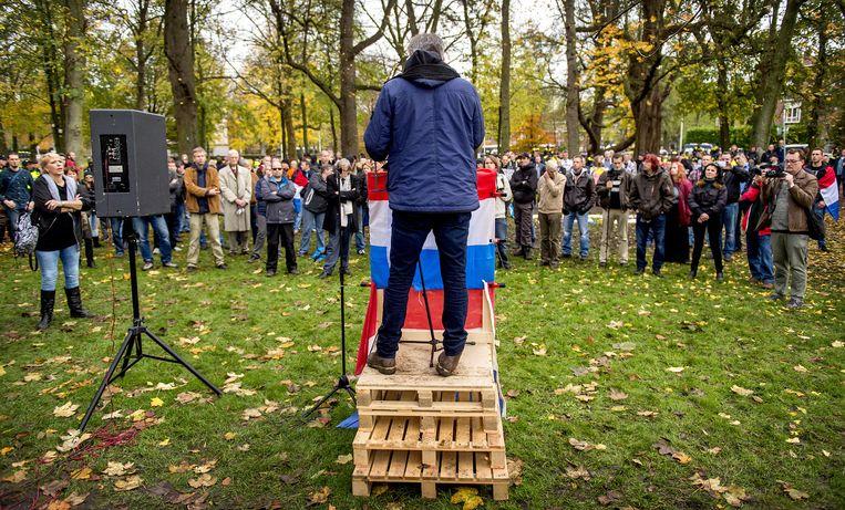 Pegida-leider Edwin Wagensveld spreekt tijdens de demonstratie in Utrecht. Beeld anp