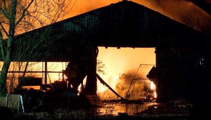 Still uit de video van de brand in een xtc-lab in Poortvliet