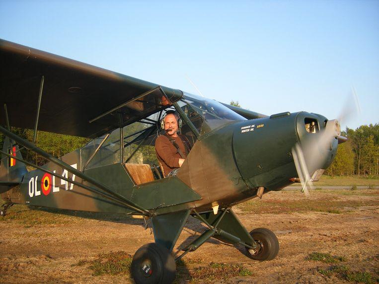 Peter Van Asbroeck in zijn Piper Cub PA 18.