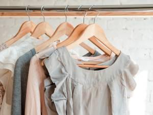 """Le conseil d'une pro de la mode: """"Ne nettoyez pas vos vêtements"""""""