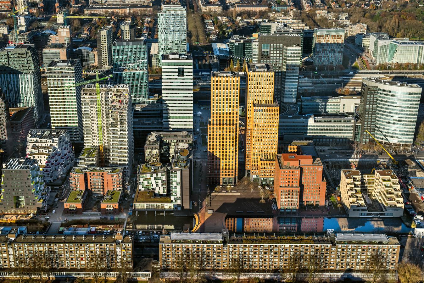 Luchtfoto met overzicht van kantoorpanden op de Zuidas in Amsterdam Zuid.