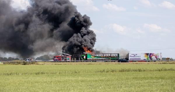Dode en drie gewonden bij groot verkeersongeluk op de A6.