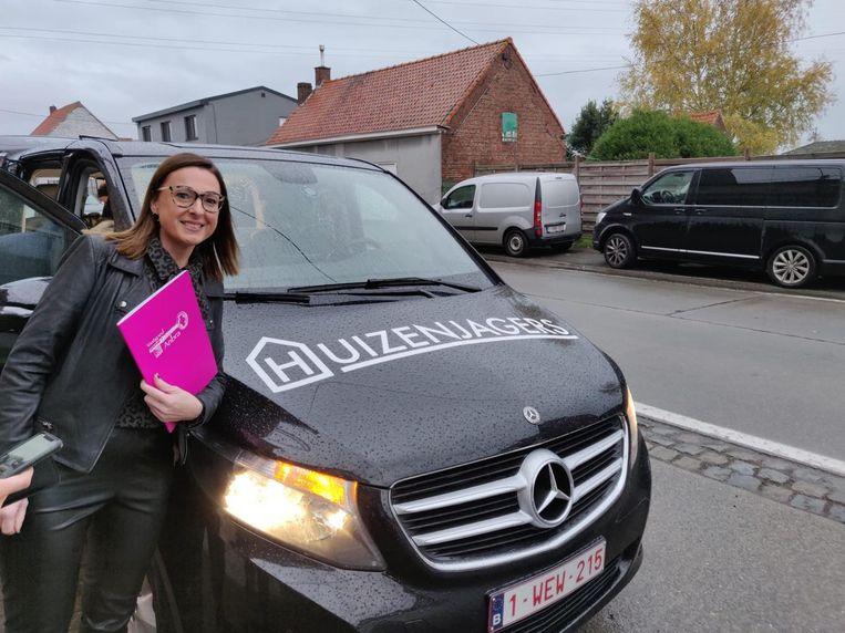 Annelies Bracke is met haar vastgoedkantoor Anbra volgende week in het programma Huizenjagers op Vier te zien.