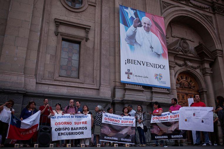 Bijeenkomst in het Chileense Santiago om te protesteren tegen Osorno's bisschop, Juan Barros, die een seksschandaal in de doofpot stopte.