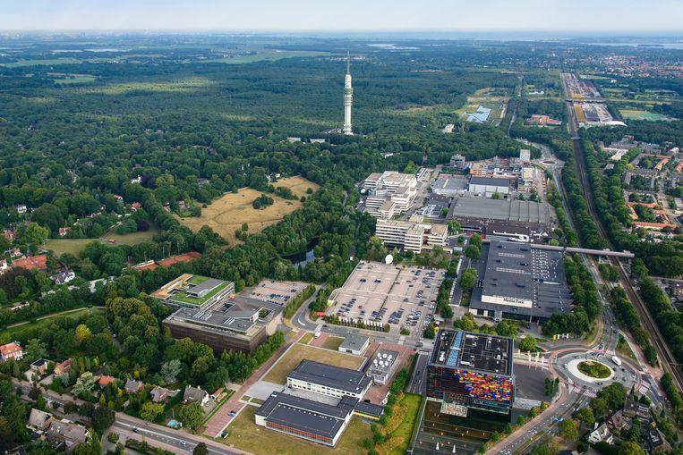 Het Mediapark in Hilversum, met onder andere het Instituut voor Beeld en Geluid (rechtsvoor) en het VPRO-gebouw (links, groen dak). Beeld null