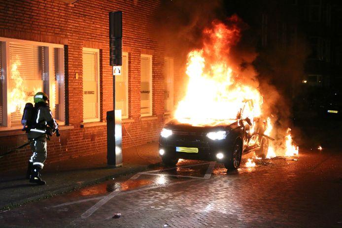 Elektrische Auto In Brand Gestoken Op De Lunterenstraat In Den Haag Den Haag Ad Nl