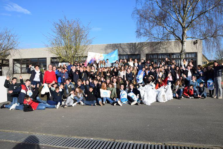 5STW ruimde onder meer zwerfvuil in de schoolbuurt van 't Saam campus Cardijn