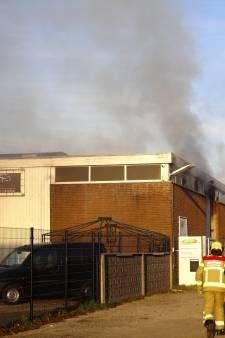 Forse brand in bedrijfspand in Elburg geblust