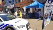 Tussen de marktkramers, naast de handelaars of aan het podium… De politie zoekt overal nieuwe inspecteurs